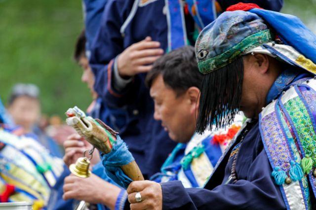 У бурят шаманы есть почти в каждой общине. Они занимаются подношениями для Духов и проводят всевозможные обряды.