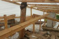 Конец сентября, а строители на крыше до сих пор не появились.