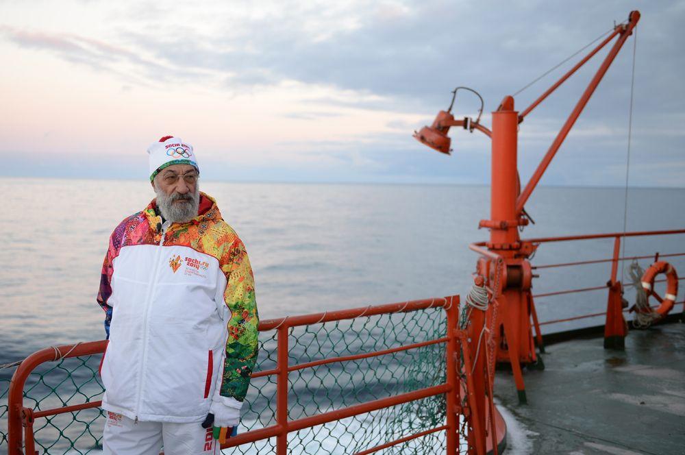 Первый вице-президент Русского географического общества, член Совета Федерации РФ, член-корреспондент РАН Артур Чилингаров на борту атомного ледокола «50 лет Победы», 2013 год.