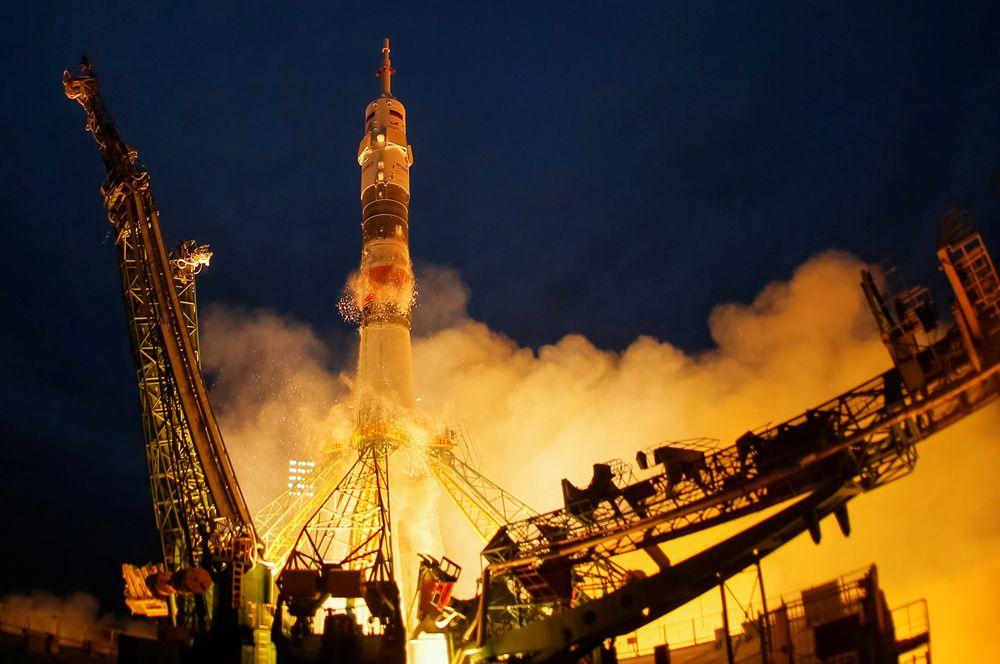 Космический корабль «Союз МС-15» на стартовой площадке космодрома Байконур, Казахстан.