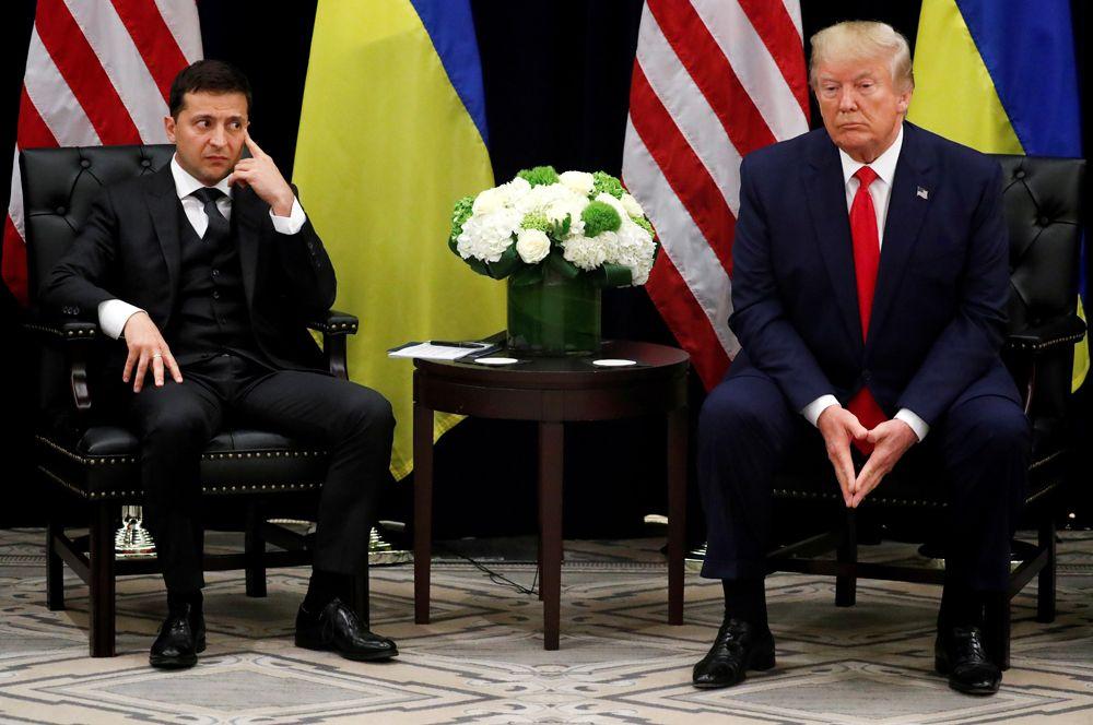 Президент Украины Владимир Зеленский во время двусторонней встречи с американским коллегой Дональдом Трампом в кулуарах 74-й сессии Генеральной Ассамблеи ООН в Нью-Йорке.