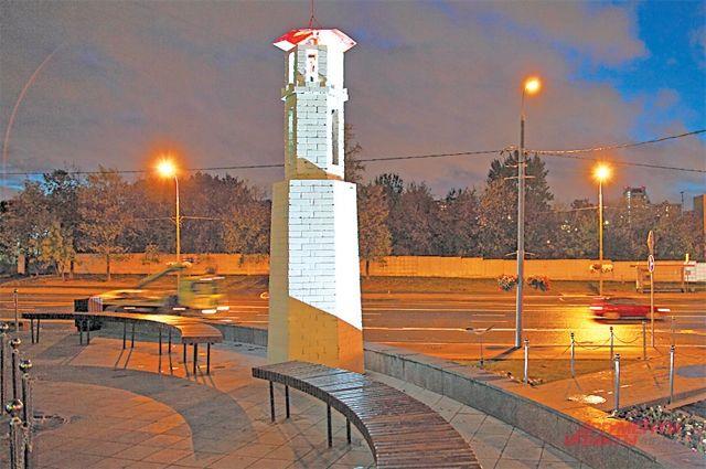 Так выглядит Севастопольский проспект со стороны маяка.