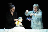 Ласточка советует Снеговику обратиться к солнцу.