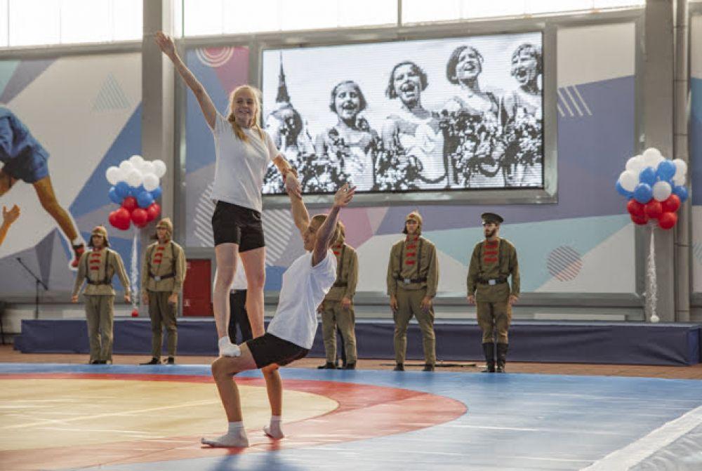 В честь первых соревнований в новом центре зал украсили шариками.