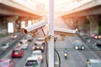 Днем камеры будут контролировать полосу общественного транспорта, а ночью их можно будет удаленно переключать, чтобы они фиксировали нарушителей скоростного режима.
