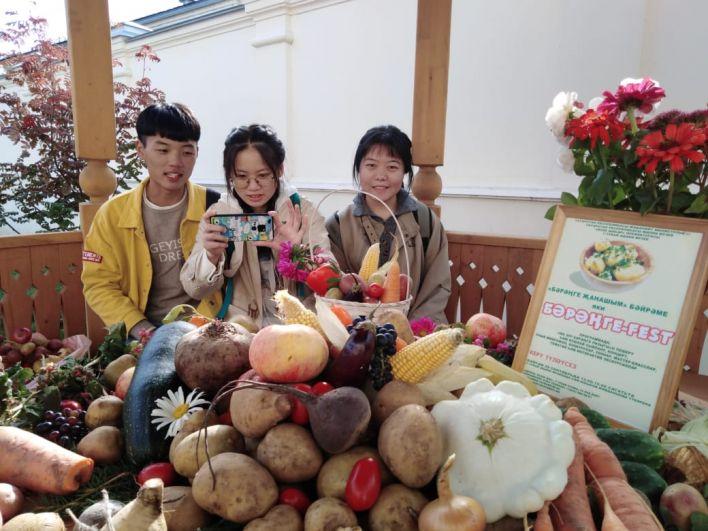 Фестивалем заинтересовались студенты из Китая.