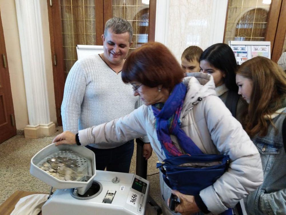 В Нацбанке РТ есть машины для пересчитывания не только бумажных денег, но и монет.
