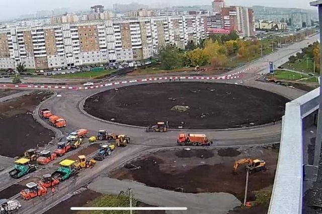 Кольцевую развязку на пересечении проспектов Химиков и Комсомольского открыли для движения частично.