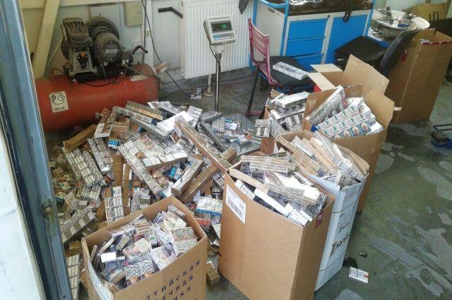 Калининградские таможенники и пограничники перекрыли канал вывоза сигарет