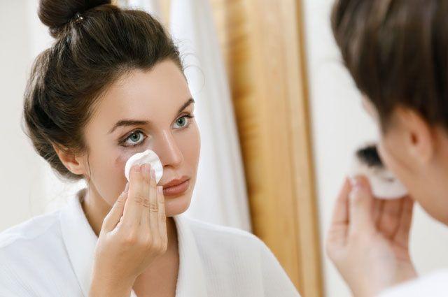 Делай правильно. Что нужно знать о снятии макияжа с лица