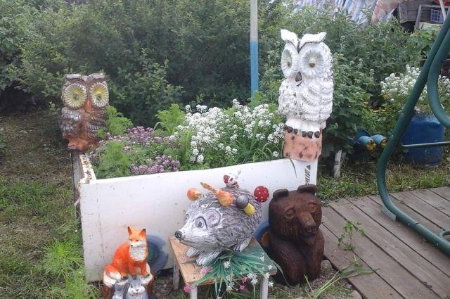 Деревянный зоопарк хомутовского народного мастера.