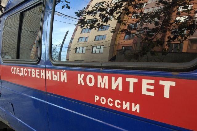 В Тюмени на улице Дмитрия Менделеева с 15 этажа выпал мужчина