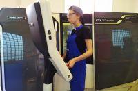 Анастасия Башкирцева за станком даст фору многим опытным токарям.