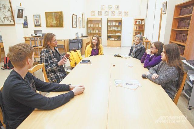В библиотеке № 180 часто собираются участники клубов поинтересам.