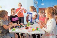 «Путешествие точки»– первое занятие отстудии «Муха», дальше детям предложат работу ссамыми разнообразными материалами.