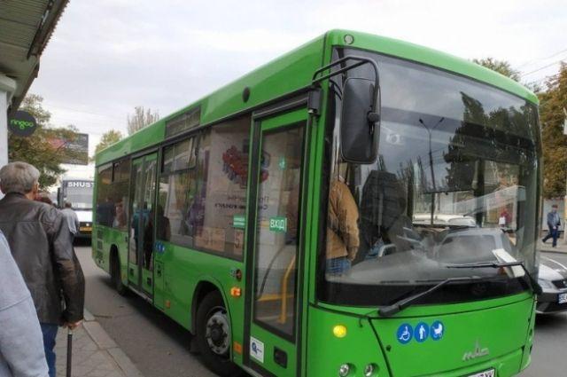 В Николаеве автобус зажал дверью пассажирку и протащил ее дорогой
