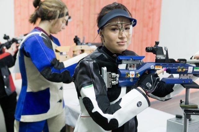 Среди женщин ожидаемо победила мастер спорта международного класса по пулевой стрельбе Екатерина Паршукова.