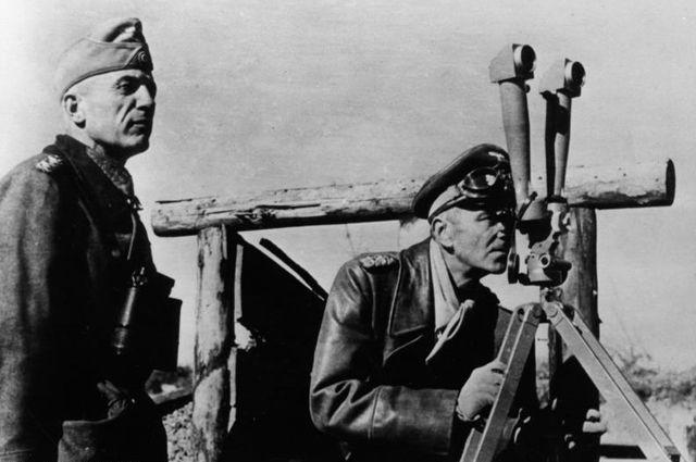 Вальтер фон Зейдлиц-Курцбах (слева) и Фридрих Паулюс на Восточном фронте. 1942 г.