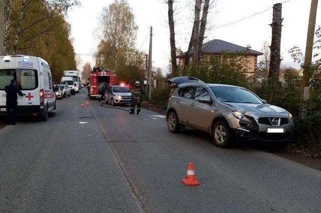 Напротив дома № 84 по улице Калинина автомобиль сбил 79-летнего пенсионера, который скончался на месте.
