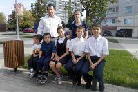 В семье Хущамовых пятеро детей, которые с трех лет свободно общаются с родителями на языке жестов.