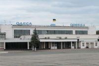 В Одессе из-за сильного ветра в аэропорту не могут сесть самолеты