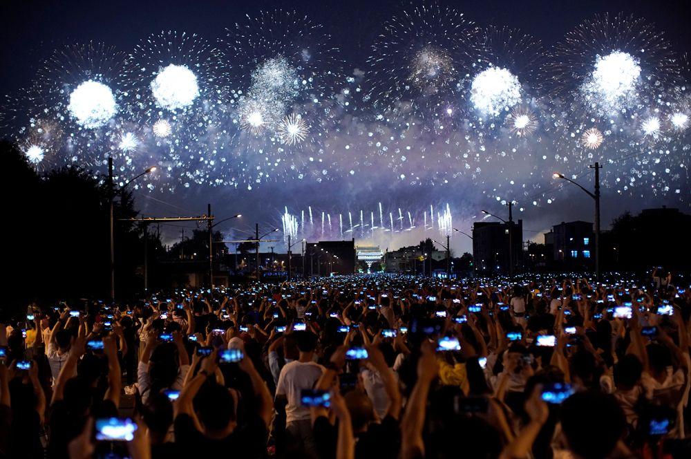 Салют в честь 70-летия КНР на главной площади Пекина Тяньаньмэнь.