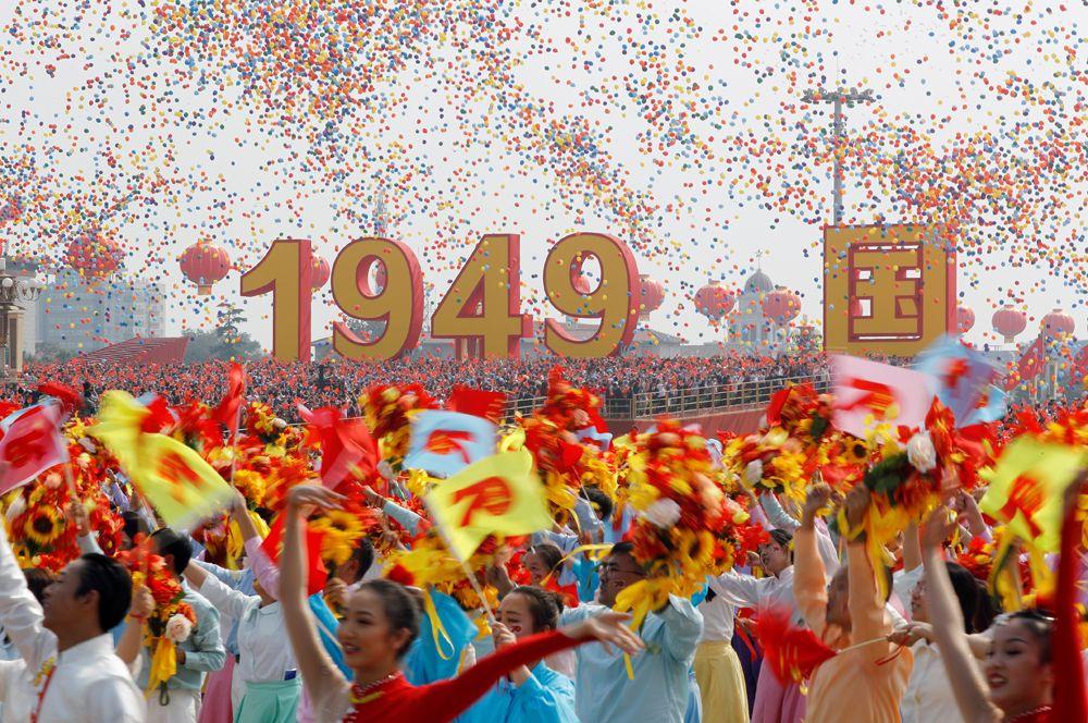 Участники парада в честь 70-летия образования КНР.