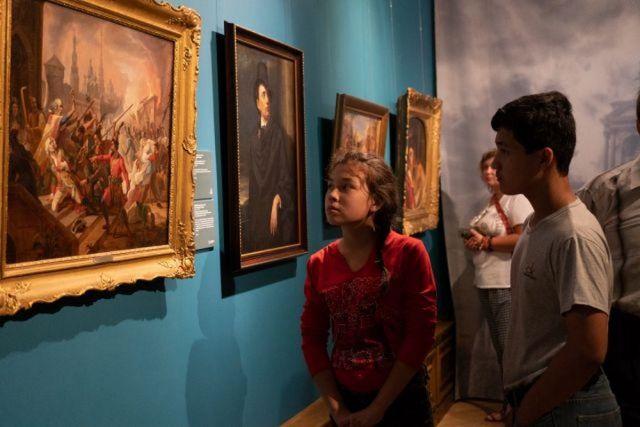 Выставки из столичных музеев очаровали приморскую публику.