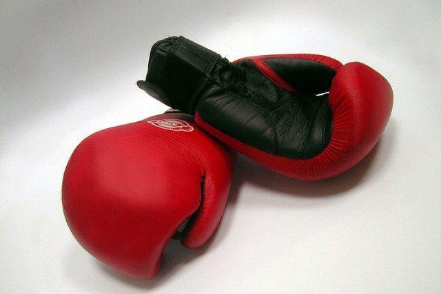 На счету российского боксера 32 победы и два поражения.