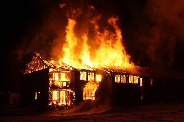 Здание сгорело практически полностью.