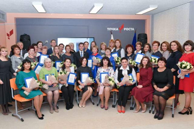 Губернатор Ямала в Салехарде встретился с педагогами округа
