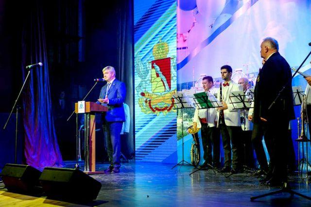 В приветственной речи Александр Гусев отметил вклад работников АЭС в экономику региона.