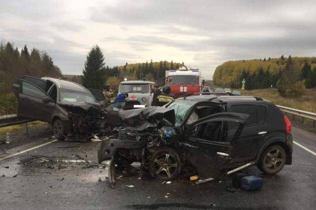 Шесть человек пострадали при столкновении двух машин в Удмуртии