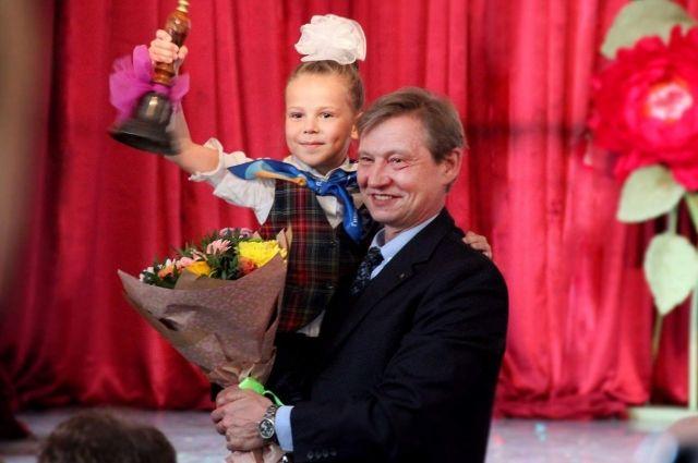 Андрей Кадочников с ученицей своего лицея.