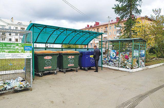 Контейнерная площадка в Октябрьском.