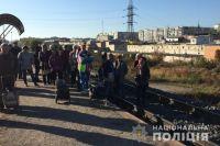 Конфликт на железной дороге: в Суммах жители остановили поезд