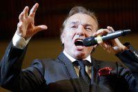 Карел Готт выступает в Концертном зале имени П. И. Чайковского. 2011 год.