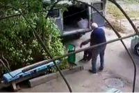 Водитель дотащил пациента до лавочки и оставил его там