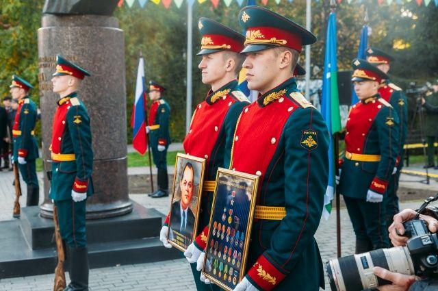 Курсанты ТВВИКУ отдали воинские почести Борису Щербине