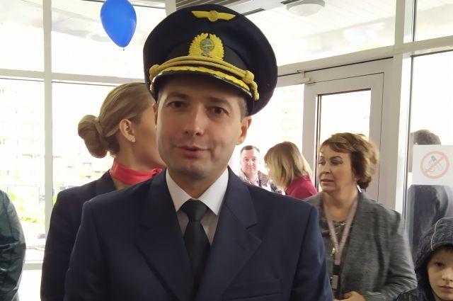 Дамир Юсупов прилетел в Петербург.