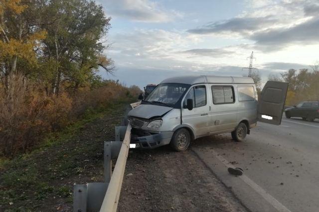 В Оренбурге «ГАЗель» насмерть сбила водителя, ремонтировавшего «МАЗ».