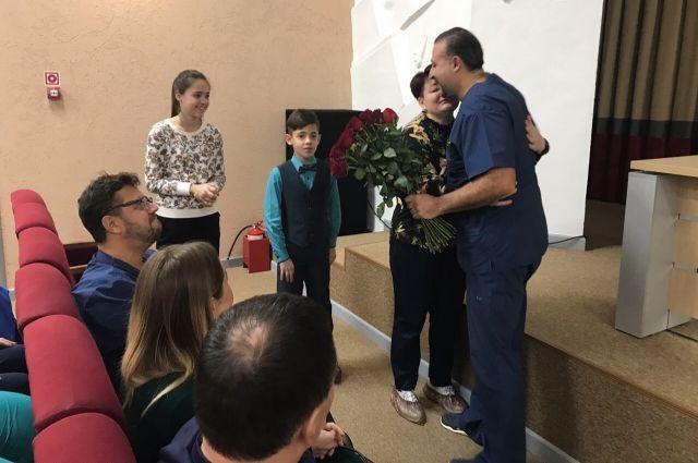 На парковке ТЦ хирург спас тюменку, у которой случился инфаркт