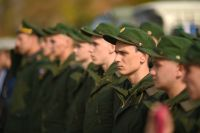 Ребятам, у которых есть пожилые родители и нет права на отсрочку, позволяют служить в войсках, которые дислоцируются на территории новосибирского гарнизона.