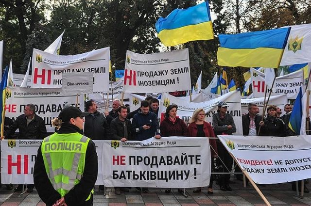 Под Радой устроили митинг против продажи земли: что известно