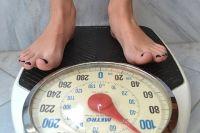 Лечат ожирение комплексно: диета, физическая нагрузка, приём лекарственных препаратов по назначению врача.