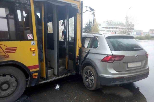 В Ижевске пенсионерка на иномарке врезалась в автобус