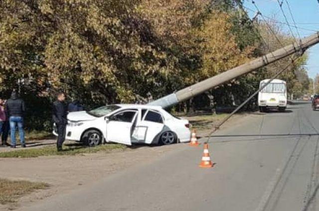В Оренбурге в ДТП пострадал водитель иномарки.
