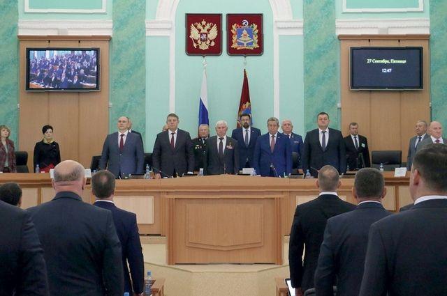 Парламентарии приступили к работе в новом составе.