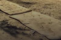 Мягкой дороги: под Николаевом ямы на дорогах «залатали» матрасами