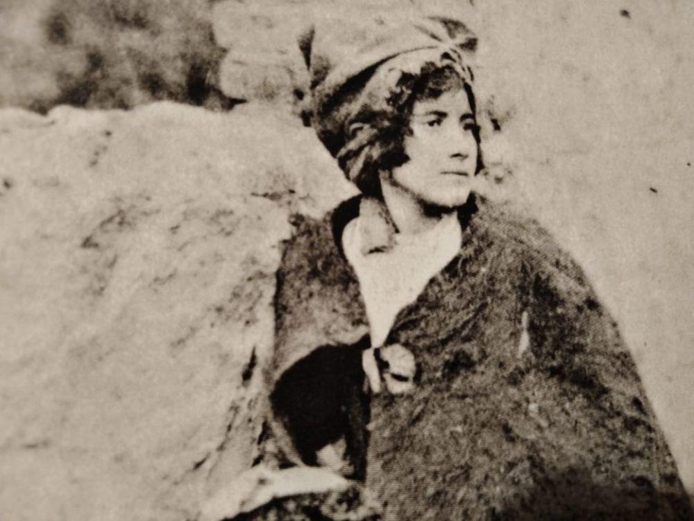 Молодая женщина в Абхазии.